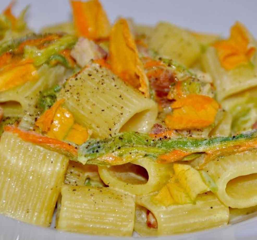 Pasta with pumpkin flowers